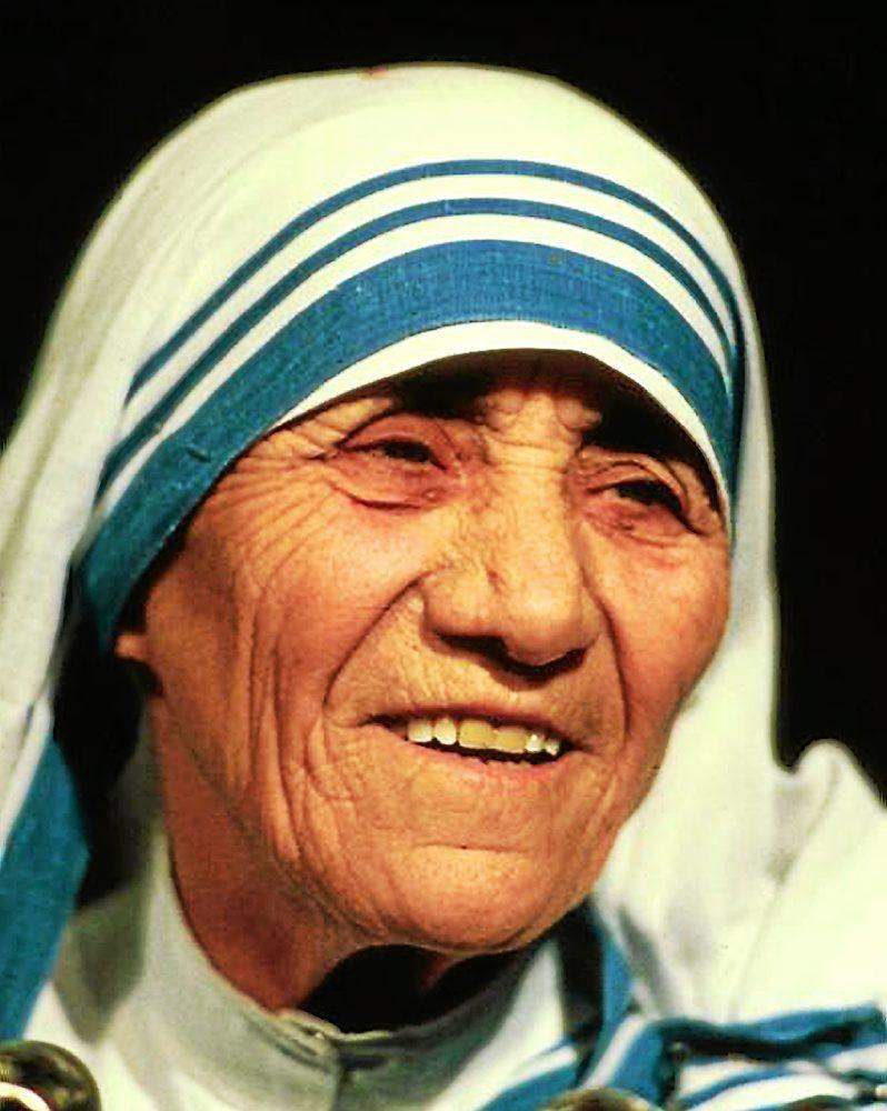 essays on mother teresa Mother teresa, known in the roman catholic church as saint teresa of calcutta (born anjezë gonxhe bojaxhiu, albanian: [aˈɲɛzə ˈɡɔndʒɛ bɔjaˈdʒiu] 26 august 1910 - 5 september 1997), was an albanian-indian roman catholic nun and missionary.