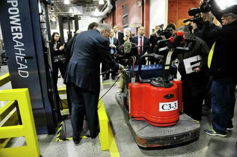 Senator Charles E Schumer Helps To Perform The 1 Millionth Refueling Of A Gendrive Fuel