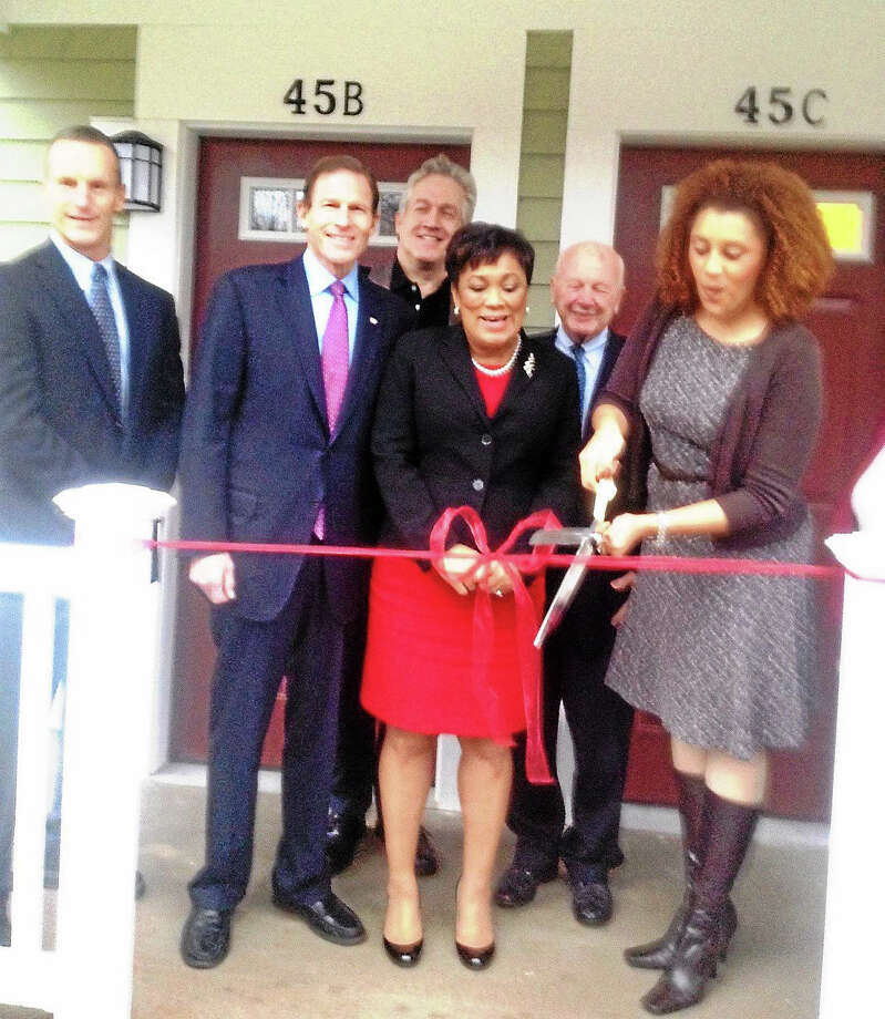 From left, Paul Haynes of Haynes Construction; U.S. Sen. Richard Blumenthal; Brian Gallagher of CDT; Mayor Toni Harp, state Sen. Joseph Crisco and Karen Dubois-Walton, executive director of Housing Authority of New Haven at Twin Brook housing ribbon cutting. Photo: Mary O'Leary — New Haven Register