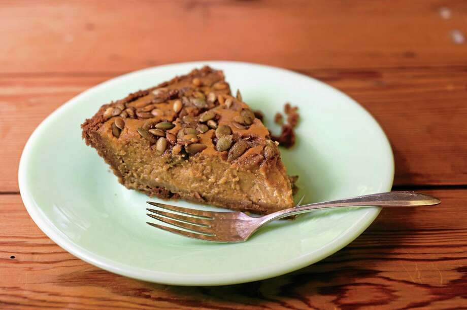 Gingersnap Pumpkin Pie With Candied Pumpkinseeds Photo: Lynne Harty — Lark Crafts Photos