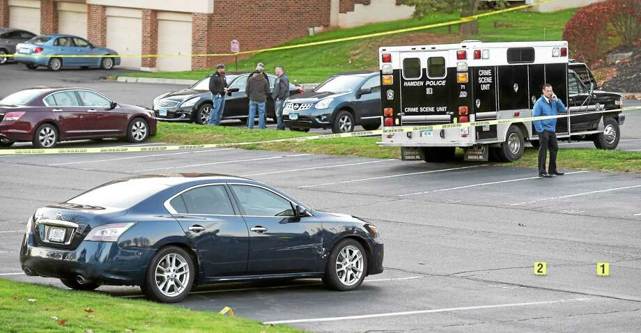 Hamden police investigate a crime scene in the parking lot of the Broadmoor Apartments on Mix Avenue in Hamden Tuesday. Photo: Arnold Gold — New Haven Register