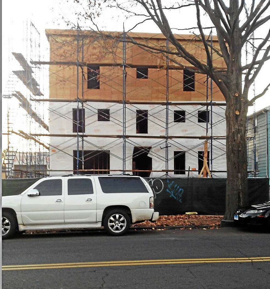 Property at 48 Dixwell Ave. with third-floor addition building officials say went beyond work that was permitted. Photo: Mary O'Leary — New Haven Register