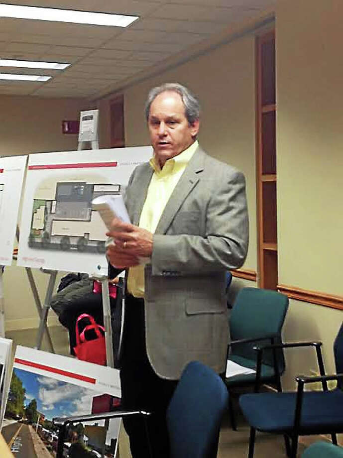 Architect Jay Brotman explains the proposal for a 108-unit extended-stay apartment building to City Plan. Photo: Mary O' Leary — New Haven Register