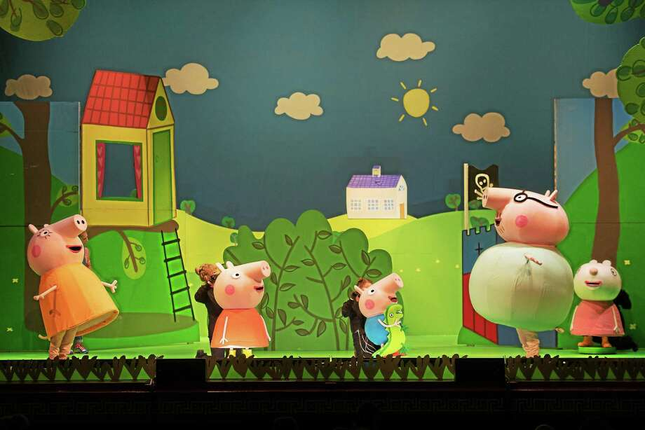 Mummy Pig (Amber Scott Jones), left, Peppa Pig (Lib Campbell), George Pig (Brenna Larsen), Daddy Pig (Evan Michael Pinsonnault) and Suzy Sheep (Cristina Gerla). Photo: Joe Del Tufo    / ©2015 Joe del Tufo, Moonloop Photography, LLC?