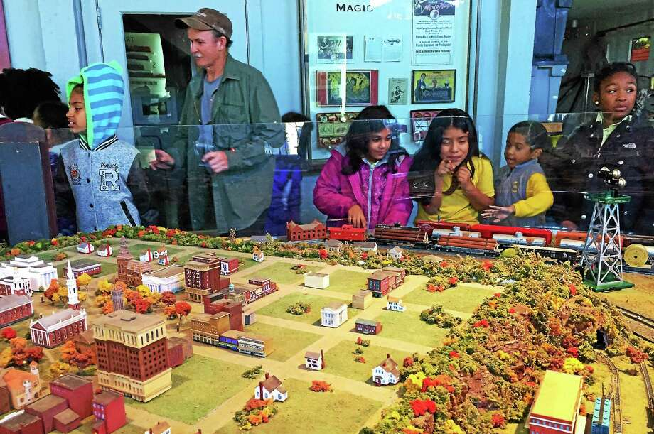 Students from the Roberto Clemente Leadership Academy in New Haven marvel at the toy trains at the Eli Whitney Museum in Hamden. Photo: Esteban L. Hernandez — New Haven Register