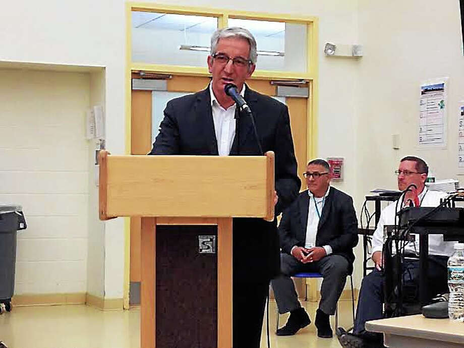 Dave Cicarella, president of the New Haven Federation of Teachers, speaks during a Dec. 14 Board of Education meeting. Photo: Brian Zahn — New Haven Register
