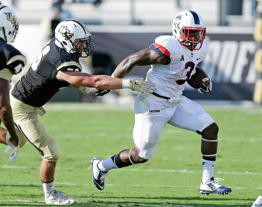 UConn running back Ron Johnson tries to get around Central Florida linebacker Pat Jasinski during last Saturday's game in Orlando, Fla. Photo: John Raoux — The Associated Press   / AP