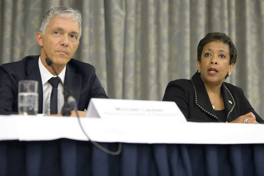 Michael Lauber, attorney general of Switzerland, left, and Loretta Lynch, attorney general of the U.S., right, arrive for a news conference on soccer-related criminal proceedings in Zurich, Switzerland on Sept. 14, 2015. Photo: Anthony Anex/Keystone Via AP   / KEYSTONE