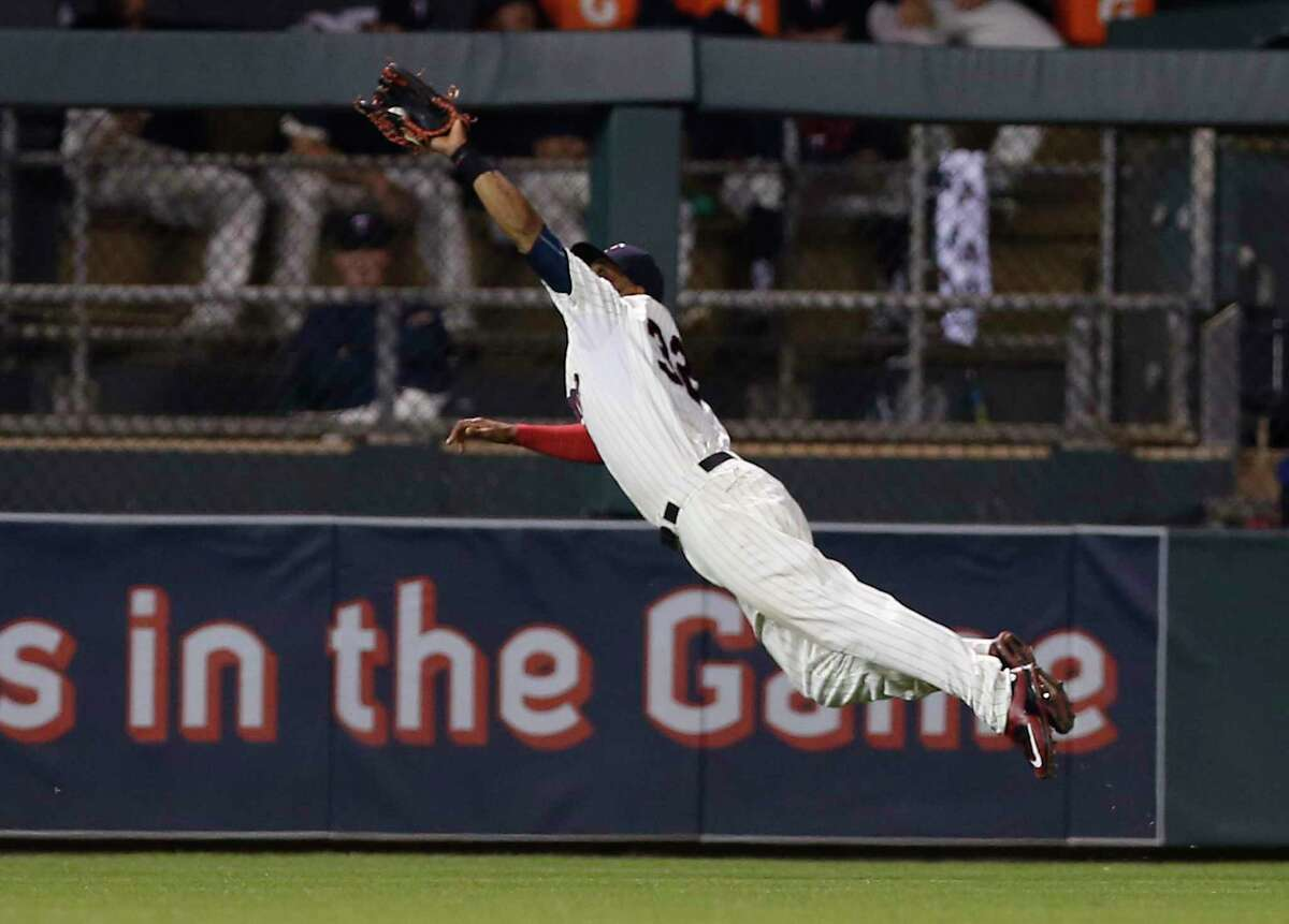 The New York Yankees acquired Minnesota Twins outfielder Aaron Hicks for catcher John Ryan Murphy.