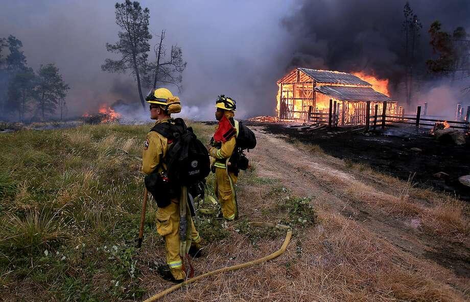 A barn burns in Whispering Pines on Cobb Mountain, Calif. on Sept. 12, 2015. Photo: Kent Porter/The Press Democrat Via AP   / The Press Democrat