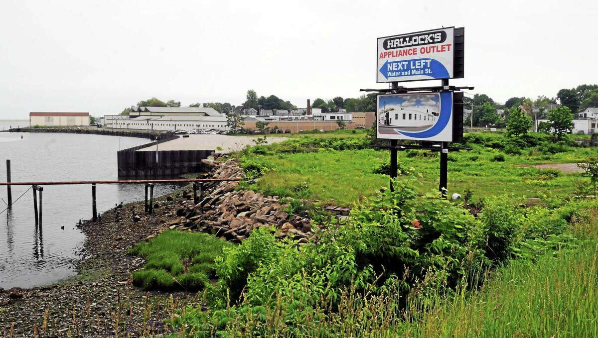 June 10, 2014 West Haven Developer Sheldon Gordon of Greenwich and real estate investor Ty Miller of Dallas announced a proposed a high-end outlet center for West Haven near the Kimberley Avenue/Officer Robert Fumiatti Bridge. It will include this property.