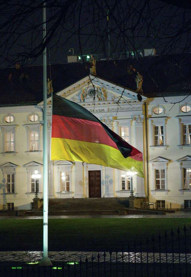 The German flag flies at half-mast in respect for former German chancellor Helmut Schmidt, outside Bellevue palace, the official residence of the German president, in Berlin, Germany, Tuesday, Nov. 10, 2015. Schmidt died Tuesday at the age of 96. Photo: Bernd Von Jutrczenka/dpa Via AP    / dpa