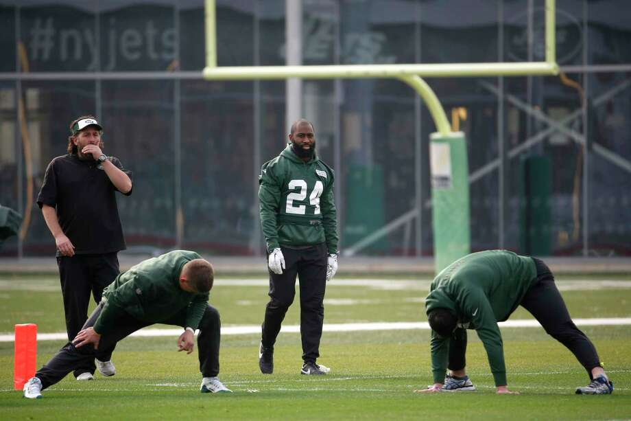 New York Jets cornerback Darrelle Revis practiced on Thursday. Photo: Julio Cortez — The Associated Press   / AP