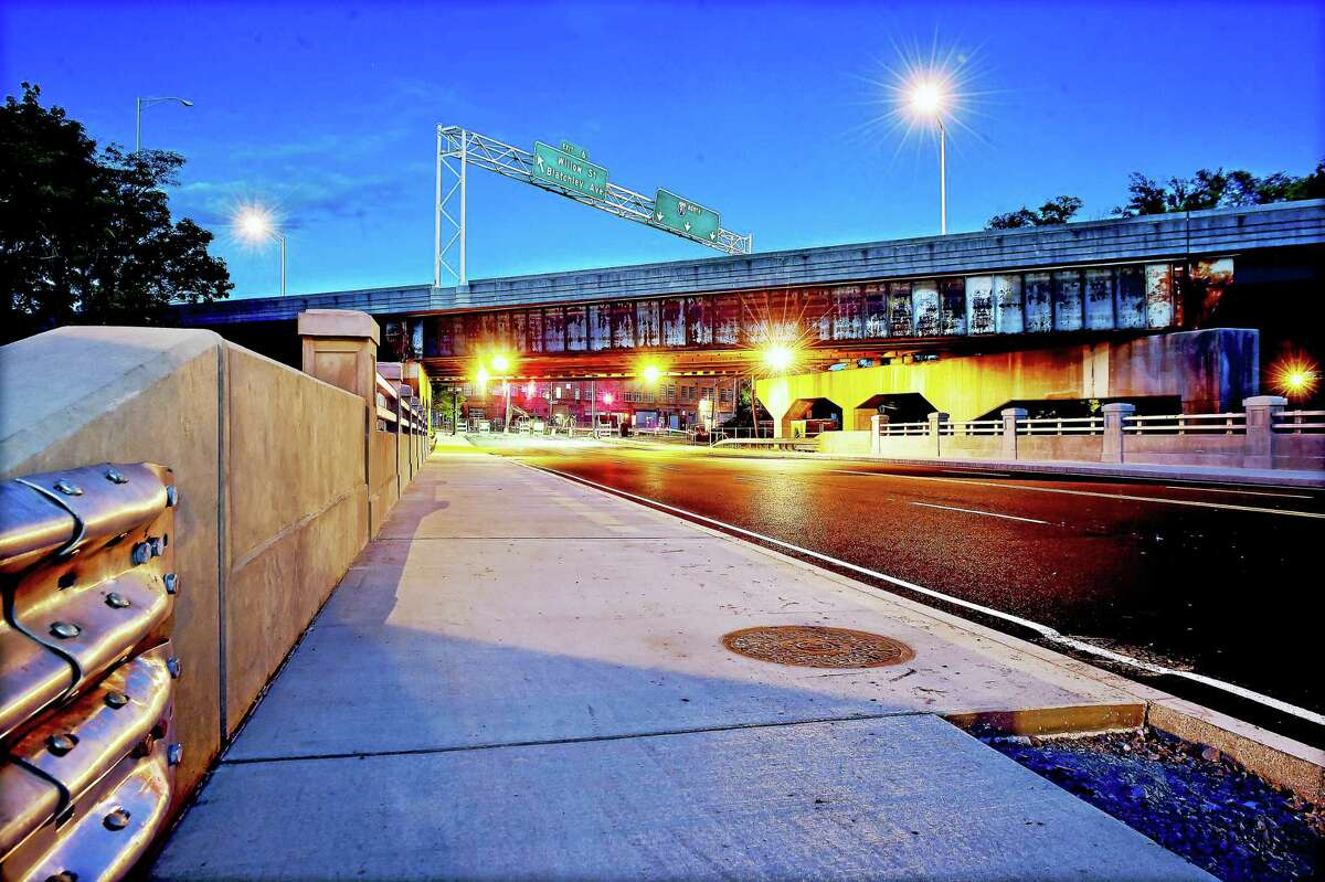 Work on the State Street Bridge in New Haven has been completed.