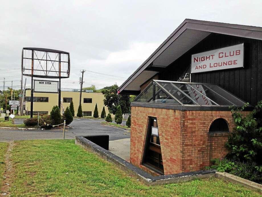 The former Wise Guys restaurant building at 848 Boston Post Rd. in West Haven. Photo: Mark Zaretsky — New Haven Register
