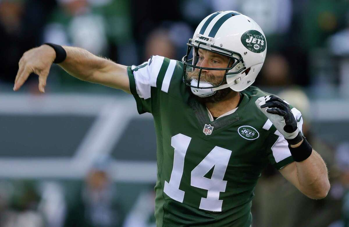 Jets quarterback Ryan Fitzpatrick warms up before playing against the Jaguars on Sunday.