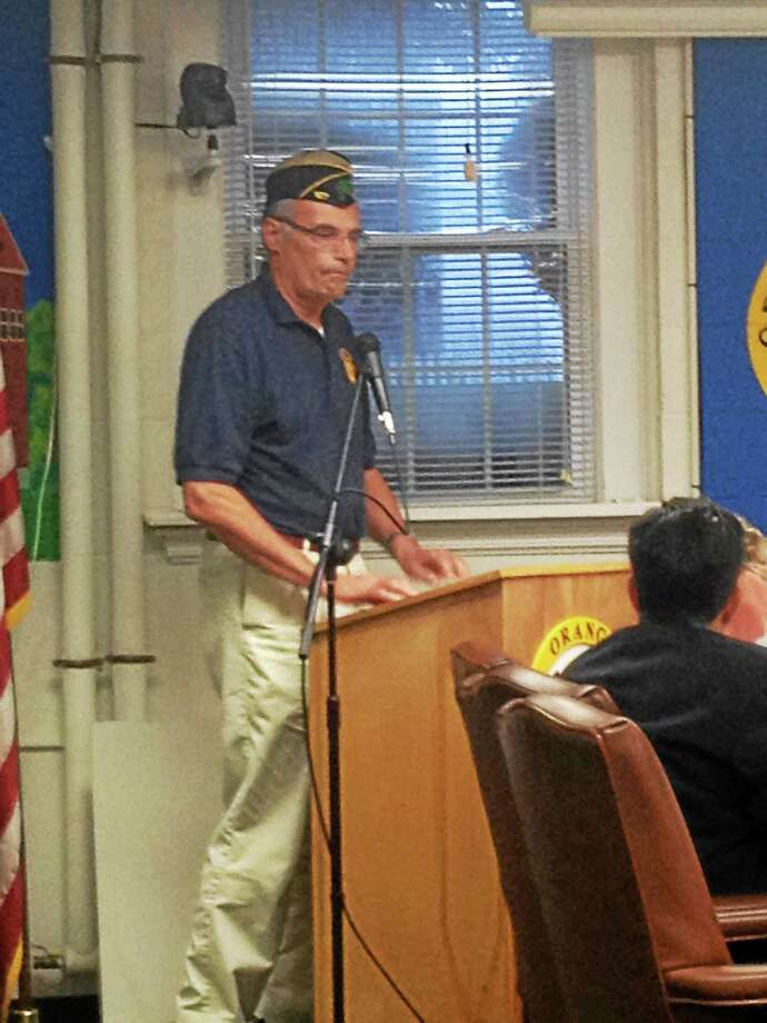 American Legion Post Commander Lewis Merritt speaks at Wednesday's meeting. Photo: Pam Mcloughlin — New Haven Register