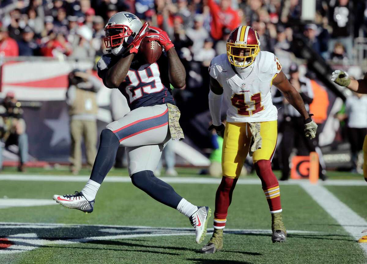 Patriots running back LeGarrette Blount crosses the goal for a touchdown in front of Washington cornerback Will Blackmon during the first half Sunday.