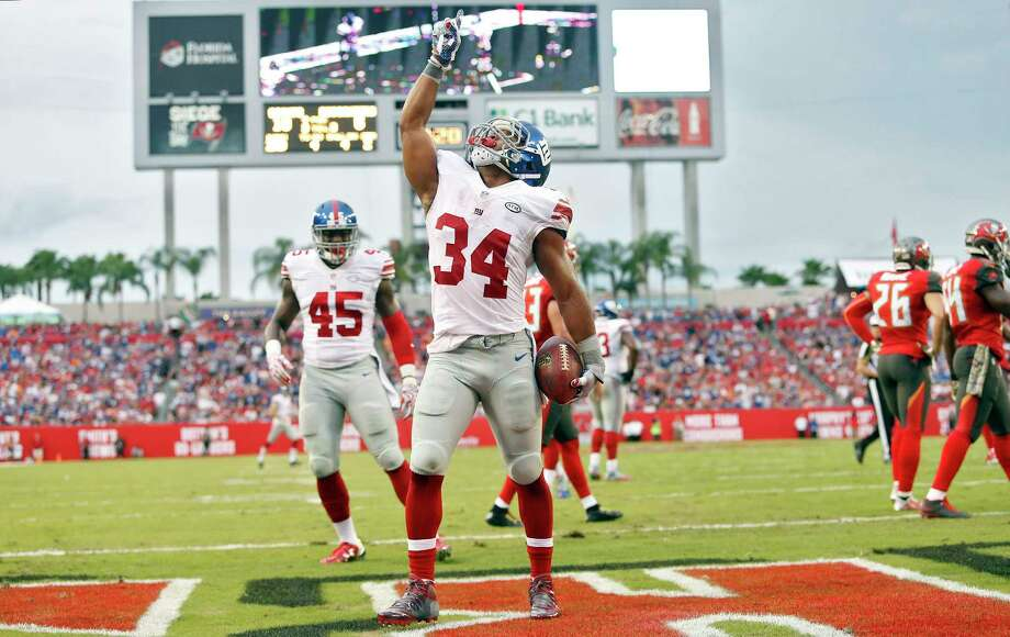 Giants running back Shane Vereen (34) celebrates his touchdown against the Buccaneers during the second quarter on Sunday. Photo: Brian Blanco — The Associated Press   / FR170107 AP