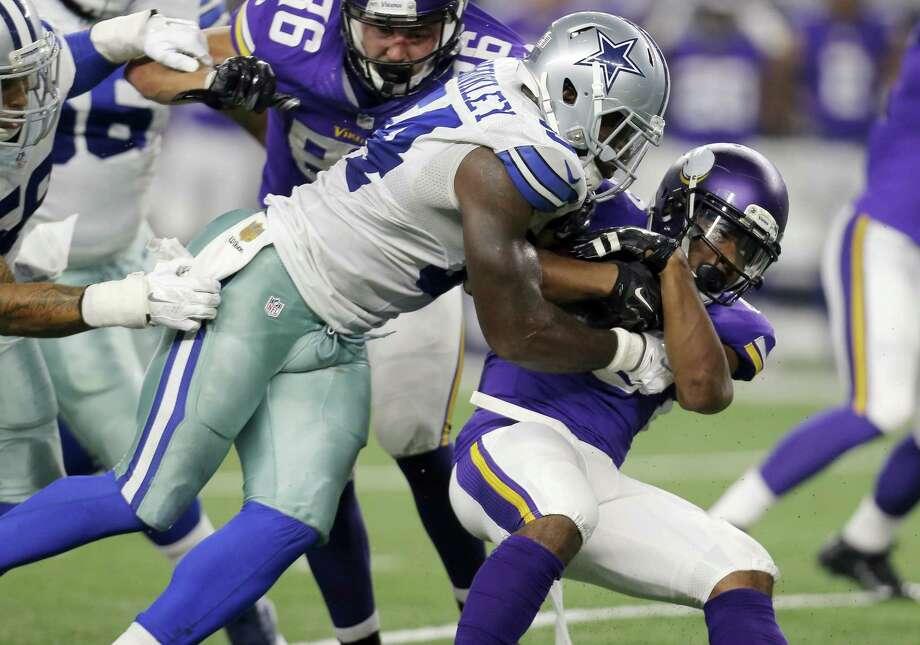 The New York Giants signed former Dallas Cowboys linebacker Jasper Brinkley (54). Photo: Brandon Wade — The Associated Press   / FR168019 AP