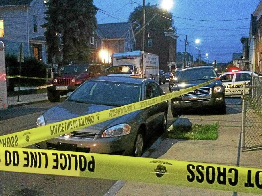New Haven police continue to gather evidence early Thursday in the shooting death of a man, 44, Wednesday night. Photo: Wes Duplantier — New Haven Register