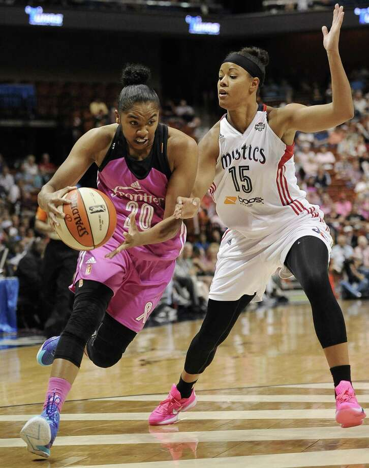 The Sun's Alex Bentley drives to the basket as the Mystics' Natasha Cloud defends during the second half. Photo: Jessica Hill — The Associated Press   / FR125654 AP