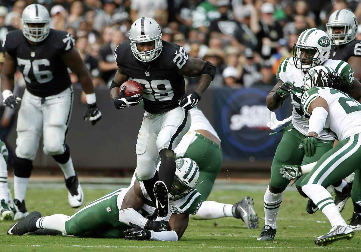 Raiders running back Latavius Murray runs against the New York Jets during Sunday's game in Oakland, Calif.