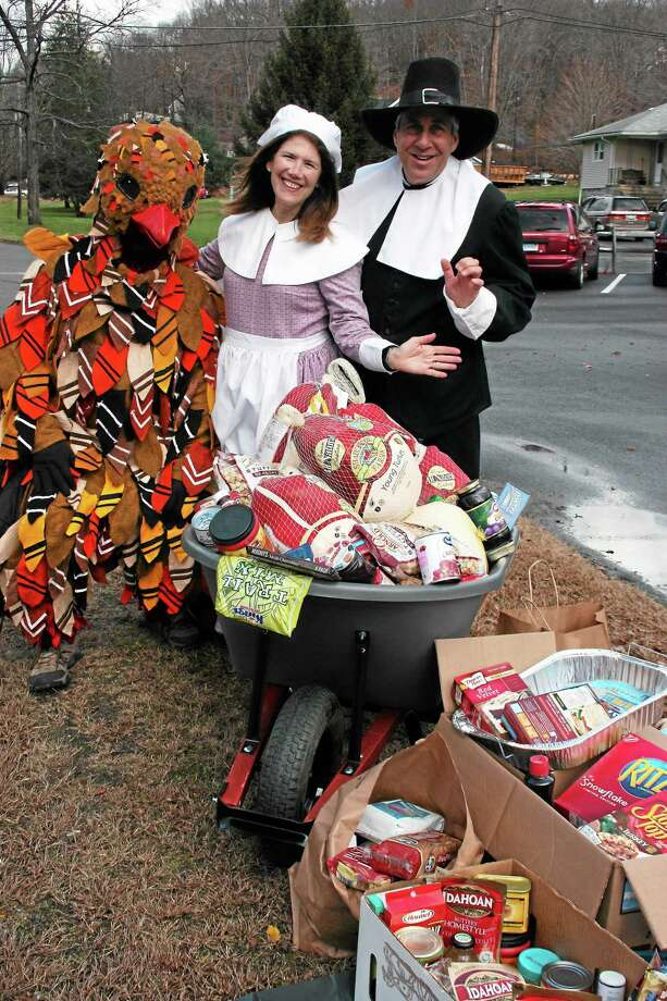 Bruce and Deborah Sofferman collect food annually to help feed needy Valley residents. Photo: Jean Falbo-Sosnovich — New Haven Register