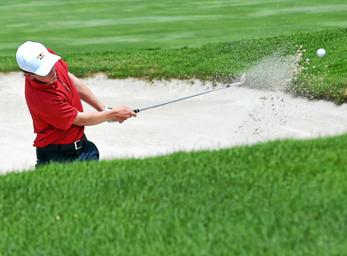 Connor O'Brien of Rowayton punches out of the sand trap onto the 18th green during the final round of the Northern Junior Golf Championships at New Haven Country Club on Wednesday.