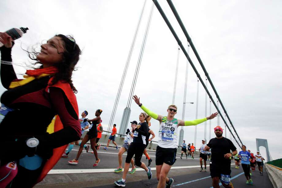 Runners cross the Verrazano-Narrows Bridge at the start of the New York City Marathon on Nov. 1, 2015 in New York. Photo: AP Photo/Jason DeCrow   / FR103966 AP
