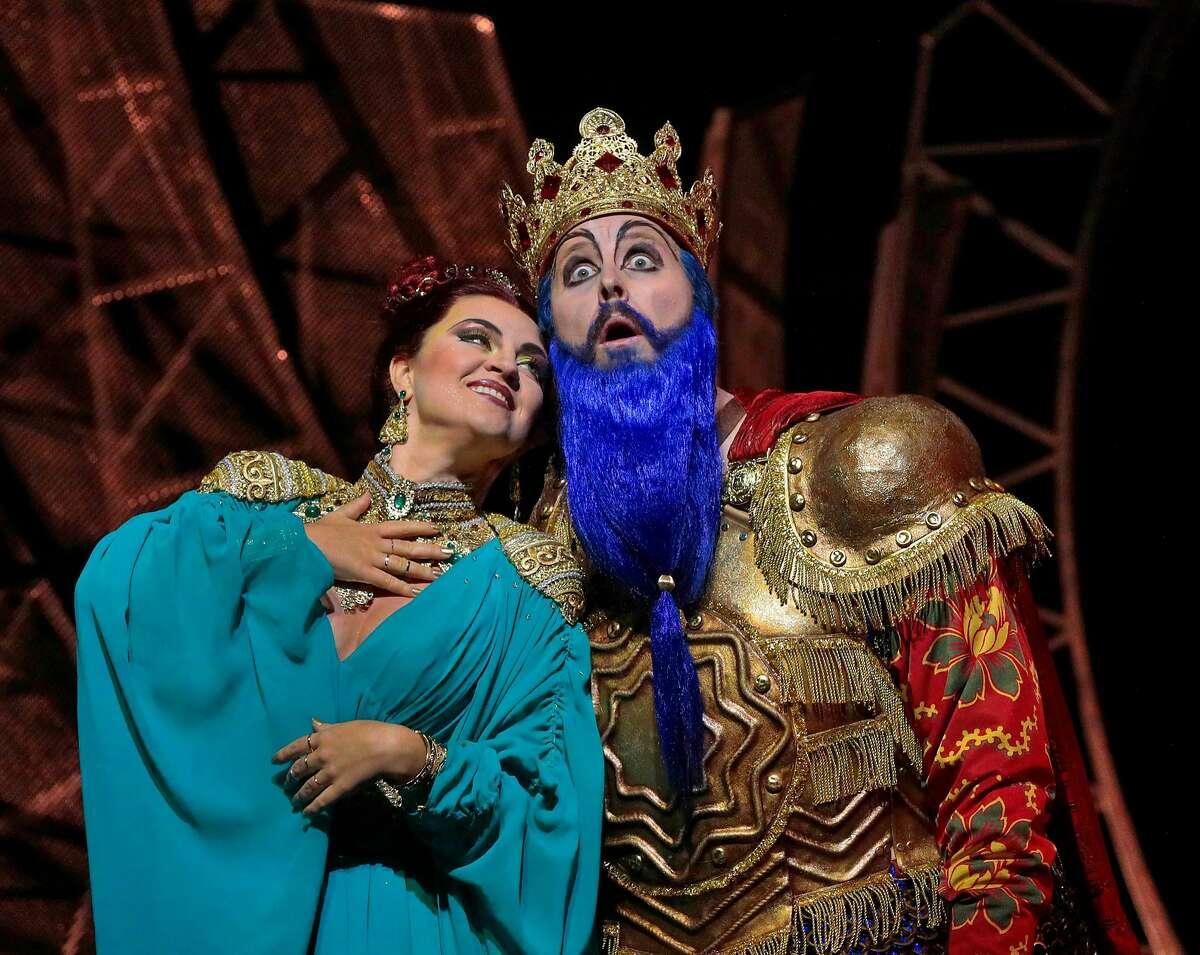 """Venera Gimadieva (l.) and Tim Mix in Rimsky-Korsakov's """"The Golden Cockerel"""" at Santa Fe Opera"""