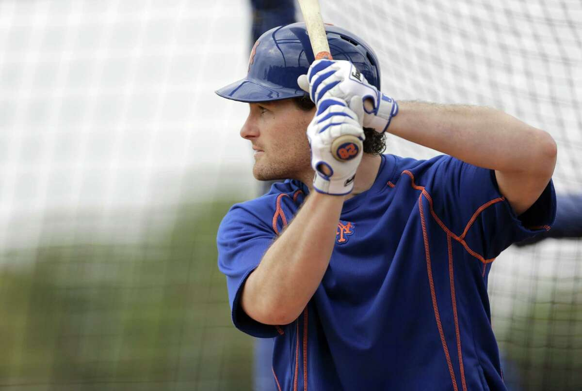 New York Mets second baseman Daniel Murphy takes batting practice Thursday in Port St. Lucie, Fla.