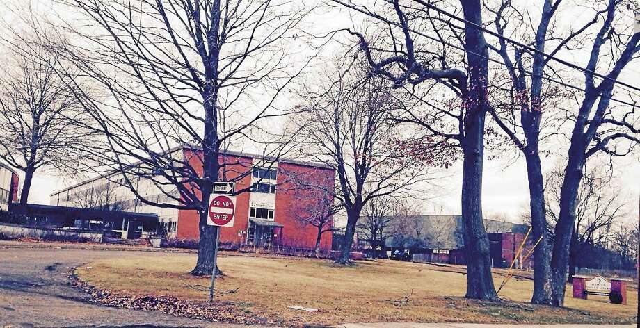 The old Hamden Middle School. Photo: Kate Ramunni — New Haven Register
