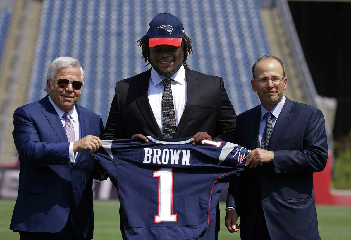 Defensive lineman Malcom Brown, the New England Patriots' first-round draft pick, poses with Patriots owner Robert Kraft, left, and Patriots president Jonathan Kraft Wednesday in Foxborough, Mass.