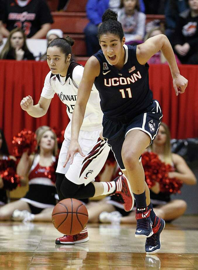 UConn's Kia Nurse (11) takes the ball upcourt in front of Cincinnati guard Chelsea Jamison during the first half Sunday. Photo: Gary Landers — The Associated Press   / FR171284 AP