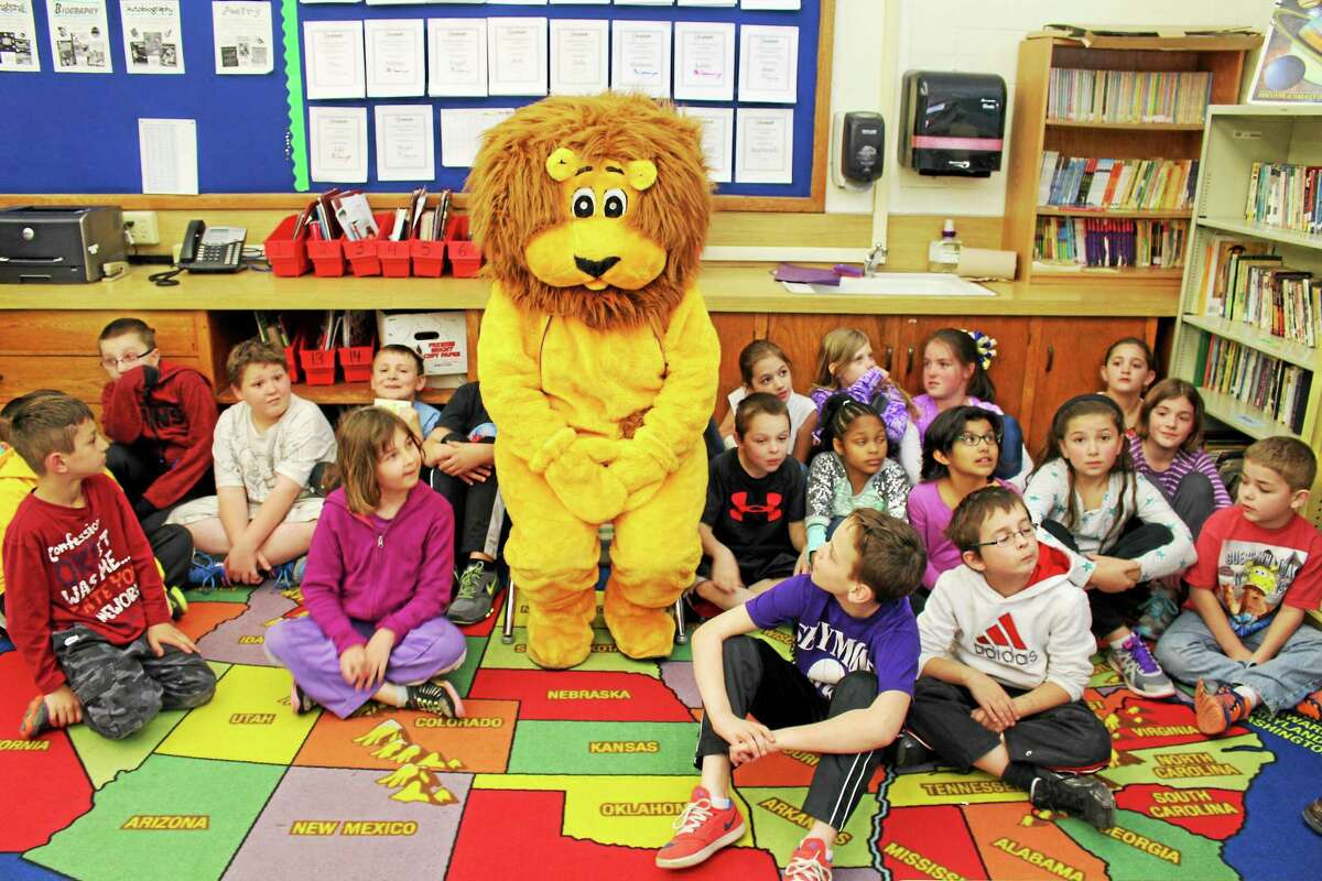 Seymour the Lion with Bungay School fourth-graders.