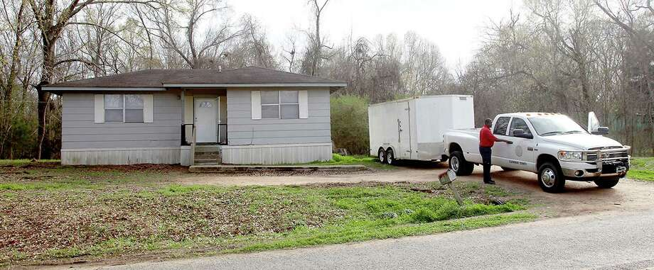 Claiborne County officials prepare to leave a home in Port Gibson, Miss., where authorities were investigating the hanging death of a black man in the neighboring woods, Thursday, March 19, 2015. The man has not been identified. (AP Photo/The Vicksburg Evening Post, Josh Edwards) Photo: AP / The Vicksburg Post