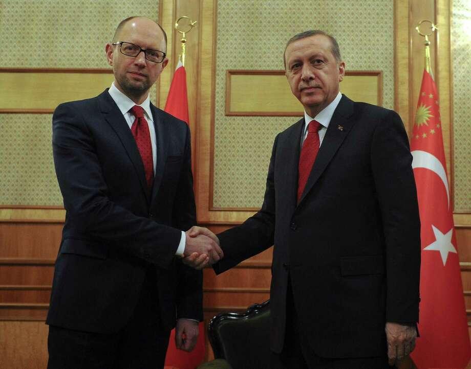 Ukrainian Prime Minister Arseniy Yatsenyuk, left, and Turkey's President Recep Tayyip Erdogan shake hands, during their meeting in Kiev, Ukraine, on Friday. Photo: AP Photo   / POOL