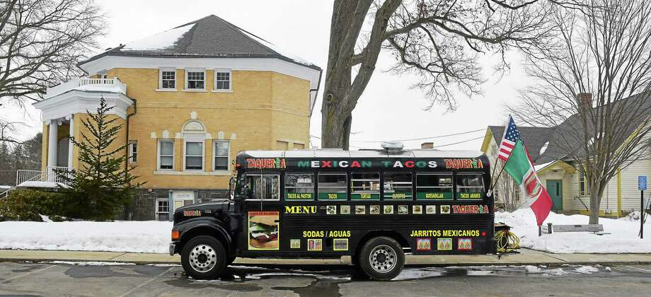 The Taqueria Cinco food truck in front of Madison Memorial Town Hall. Photo: Peter Hvizdak — New Haven Register    / ©2015 Peter Hvizdak