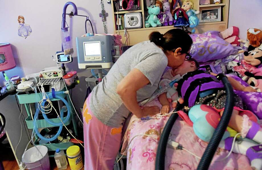 Eva Grace Kelly, 4, in her bedroom with her mother, Melissa Kelly. Photo: Peter Hvizdak — New Haven Register    / ?2015 Peter Hvizdak