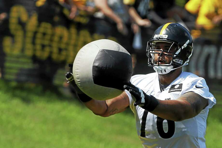 Pittsburgh Steelers tackle Mike Adams (76) tosses a medicine ball during an NFL football training camp practice in Latrobe, Pa. on July 26, 2014. Photo: AP Photo/Keith Srakocic   / AP