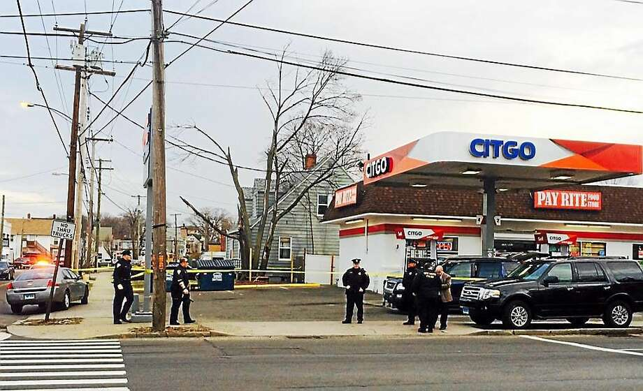 (Wes Duplantier--New Haven Register)  In this April 7, 2015 photo, New Haven police continue investigating a shooting that occurred on April 6 at the Citgo gas-Pay Rite Food convenience store at Forbes Avenue and Fulton Street. Photo: Journal Register Co.