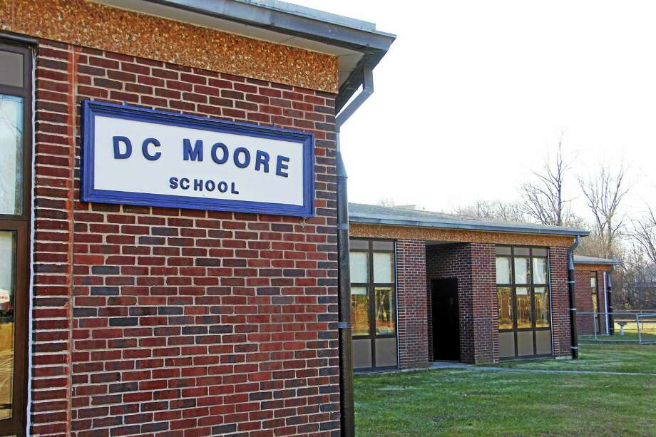 D.C. Moore, an elementary school in East Haven. Under the district's consolidation plan, D.C. Moore would close, as its students would be transferred to other elementary schools. Photo: ESTEBAN L. HERNANDEZ — NEW HAVEN REGISTER