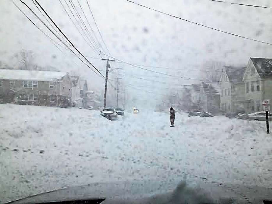 Snow coming down Monday afternoon on 2nd Avenue in West Haven. Photo: Mark Zaretsky/New Haven Register