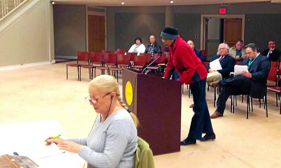 Hamden resident Sherri Roberts addresses the Legislative Council Monday night ahead of the presentation of the report done on the Woodin Street Fence. Photo: Kate Ramunni — New Haven Register