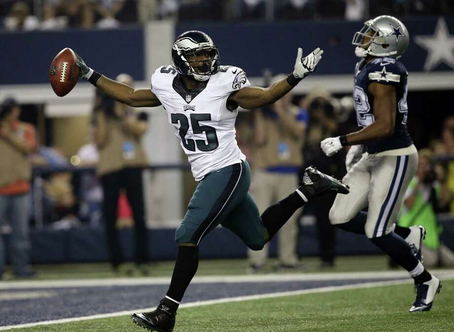 The Philadelphia Eagles traded running back LeSean McCoy to the Buffalo Bills on Tuesday for Kiko Alonso. Photo: Tim Sharp — The Associated Press File Photo   / FR62992 AP