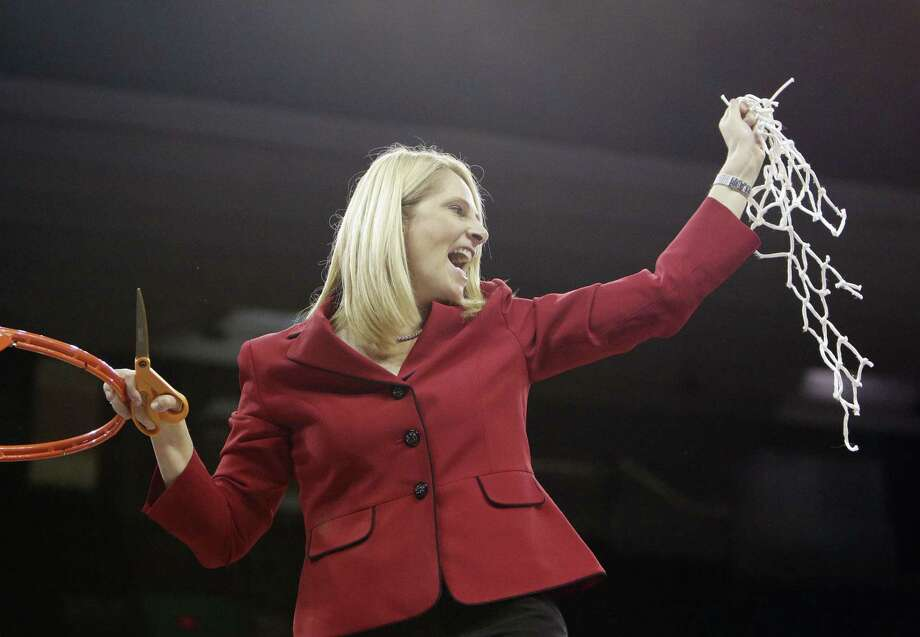 Maryland head coach Brenda Frese holds part of the net after winning the regional final against Tennessee on Monday in Spokane, Wash. Photo: Young Kwak — The Associated Press   / FR159675 AP