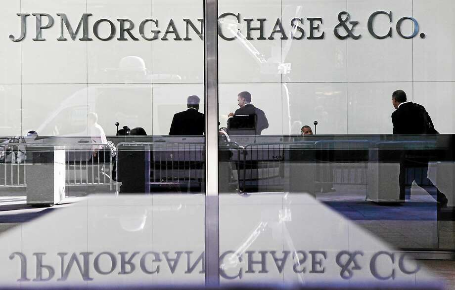 People stand in the lobby of JPMorgan Chase headquarters in New York. Photo: AP Photo/Mark Lennihan, File   / AP
