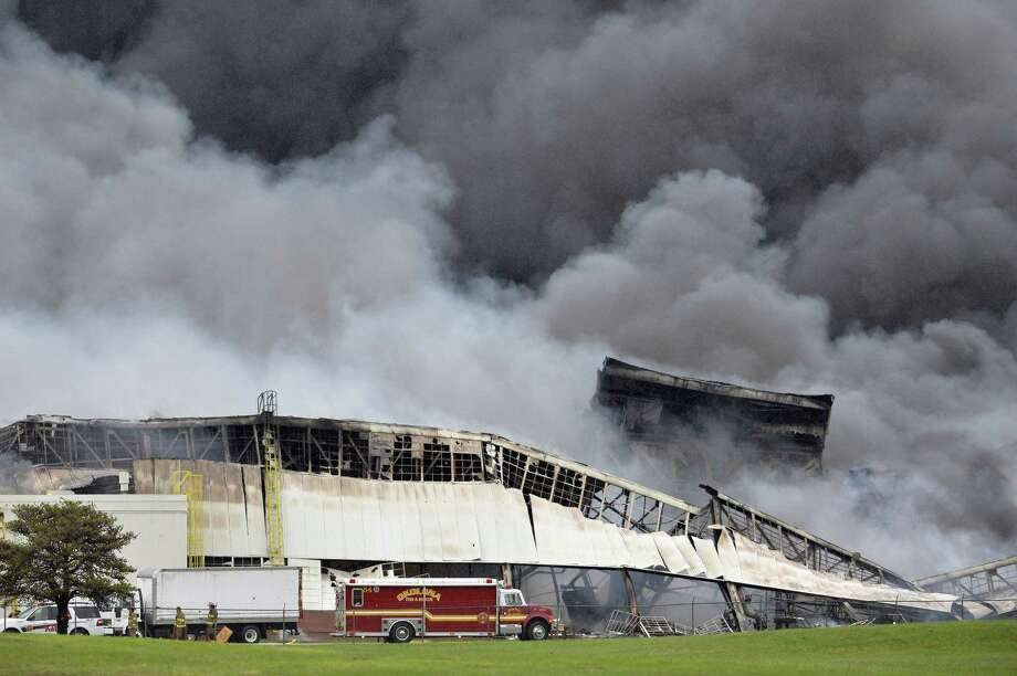 More than 120 Louisville, Kentucky, firefighters continue to battle the blaze Friday in building six at the General Electric Appliance Park complex. Photo: Associated Press — Timothy D. Easley   / FR43398 AP
