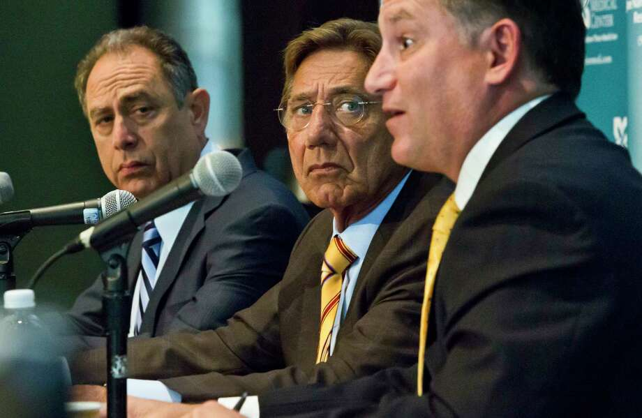 Dr. Barry Miskin, left, and Dr. Lee Fox, right, co-directors of the Joe Namath Medical Research Center, and legendary New York Jets quarterback Joe Namath, center, hold a press conference Tuesday in New York. Photo: Bebeto Matthews — The Associated Press   / AP